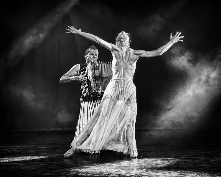 Kim Laine: 'Balleriina ja haitarinsoittaja' - 2. PALKINTO -