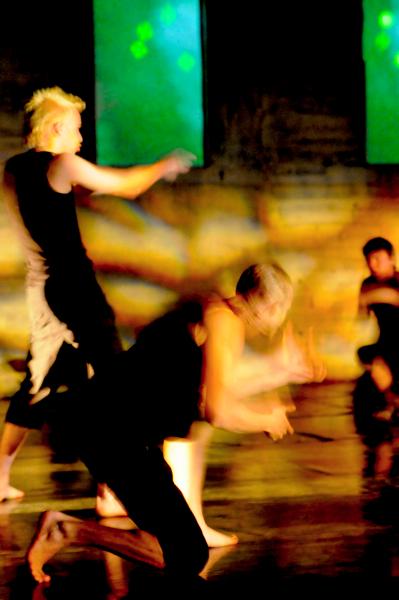 Eeva Saha: 'Sodassa ja tanssissa'
