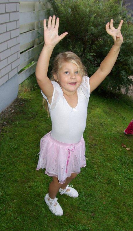 Katariina Nurminen: 'Tanssin riemua pihanurmikolla'