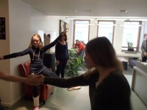 Tanssiva adressi luovutettiin toukokuussa. Kuva: Liisa Vihmanen.
