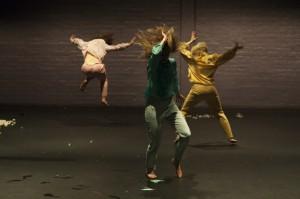 Kuvassa: Kati Korosuo, Katja Sallinen, Elina Pirinen. Kuvaaja:  Timo Wright.