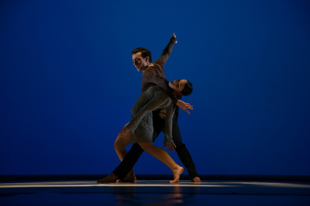 Kuvassa Brendon Feeney ja Ana Roche Néné. Foto Kühle, Rechte theaterhagen.