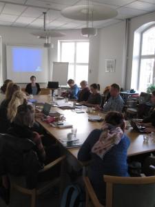 Kirjoitustyöpajan kokoontuminen. Kuva: Veera Lamberg.