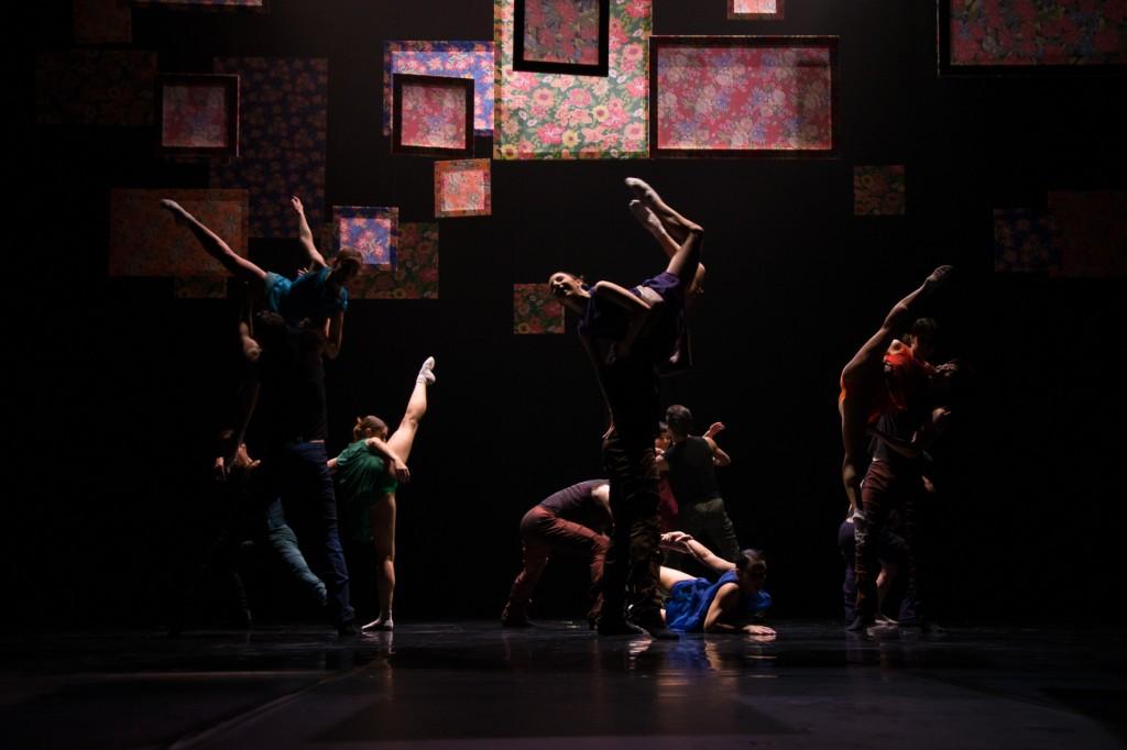 Ensemble. Foto Kühle, Rechte theaterhagen.