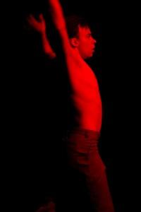 Carl Knif sooloteoksessaan Red. Kuva: Yoshi Omori.