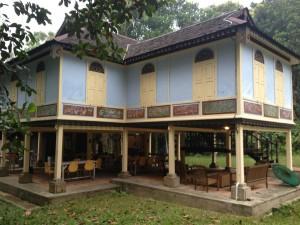 Yöt nukuimme perinteisessä malesialaisessa rakennuksessa. Kuva: Iina Taijonlahti.