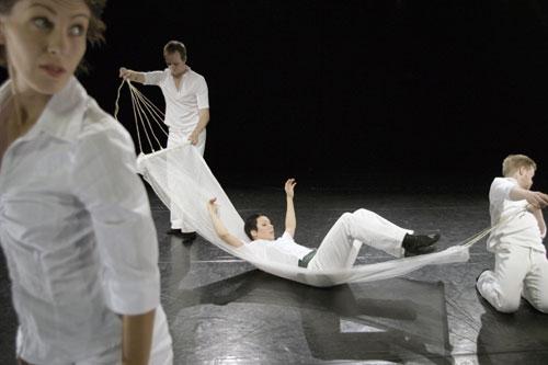 Valkoinen lanka (kor. Teppo Virtanen, Tanssiryhmä Täpinä, kuva Marko Mäkinen
