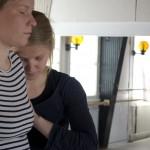 KUVA: Annuska Dal Maso. Tanssitaiteilija Pia Lindyn Välittämisestä-projekti. Tanssijat: Sini Silveri ja Anna Venäläinen.