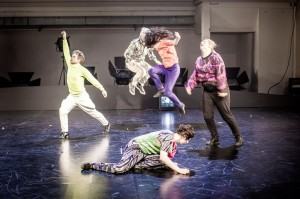 Koreografi Meg Stuartin uusin teos Built to Last. Kuva: Chris van der Burght.
