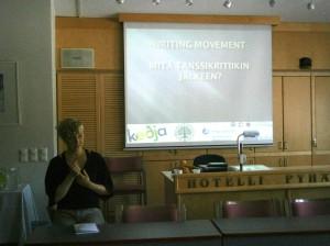 Writing Movement - Pyhäjärvi. Kuvassa hankekoordinaattori Jenni Sainio.