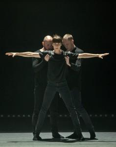 Kuvassa tanssijat (vasemmalta oikealle) Janne Marja-aho, Cilla Olsen ja Kenneth Bruun Carlson. Kuva Seth
