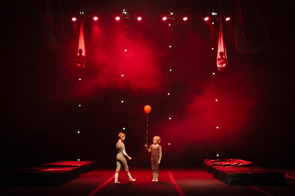 Circus Helsingin Helium - halu lentää. Kuva: Mikael Halmeenmäki.