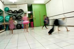 Lasten luovaa tanssia Dilissä. Kuva: Vesa-Pekka Grönfors.